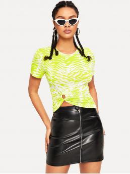 Casual Animal Slim Fit Round Neck Short Sleeve Pullovers Green and Bright Regular Length O-ring Front Tiger Print Neon Lime Top