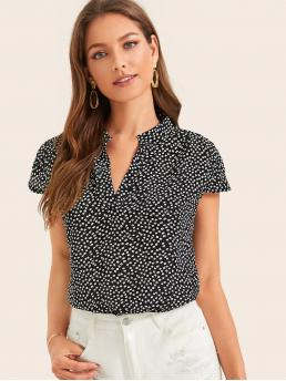 Casual Ditsy Floral Top Regular Fit V neck Cap Sleeve Pullovers Black and White Regular Length Ditsy Floral Notch Neck Blouse