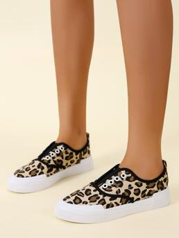 Pretty Brown Canvas Low-top Canvas Shoes