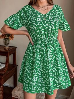 Beautiful Green Ditsy Floral Tie Back V Neck Dress