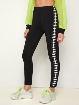 Sporty Regular Chevron Black Cropped Length Contrast Panel Chevron Print Leggings
