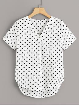 Casual Polka Dot Asymmetrical Top Regular Fit V neck Short Sleeve Pullovers Black and White Regular Length Polka Dot V-neck Dip Hem Blouse