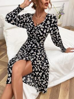 Clearance White all over Print Shirred Sweetheart Daisy Print Gigot Sleeve Dress