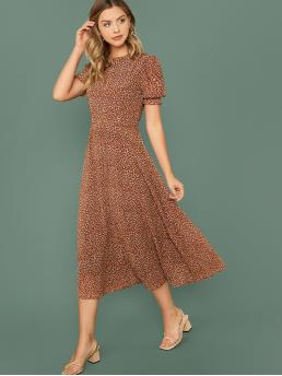 Elegant A Line Ditsy Floral Flared Regular Fit Round Neck Short Sleeve Natural Brown Long Length Puff Sleeve Belted Flare Chiffon Dress with Belt