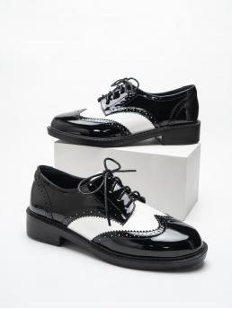 Womens Black and White Oxfords Round Toe Pu Leather Two Tone Patent Leather Oxford Shoes