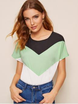 Casual Chevron and Colorblock Top Regular Fit Round Neck Short Sleeve Pullovers Multicolor Regular Length Cut And Sew Chevron Blouse