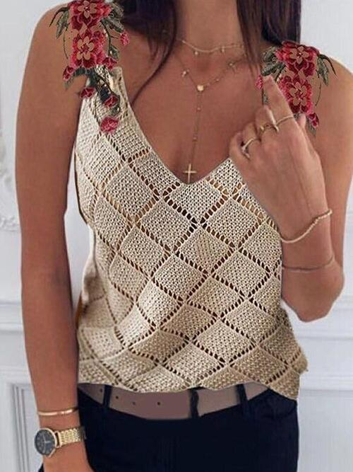 Affordable Sleeveless Polyester Floral Champagne Blouses